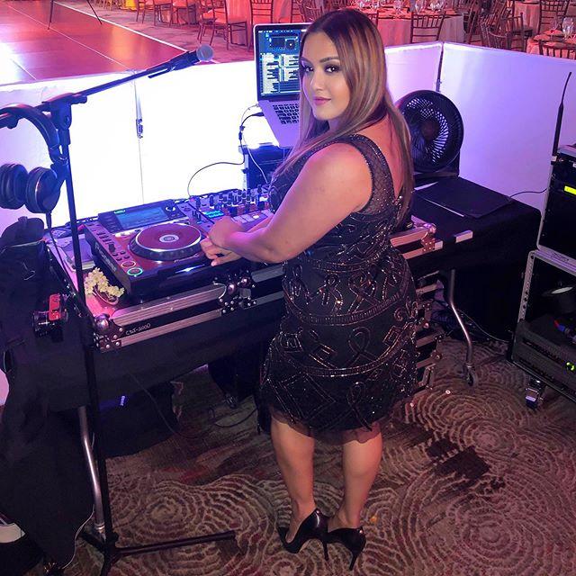 She got that next level, never settle, secure the bag, kind of vibe ____________________ #dj #djlife #djshilpa #femaledj #bossbabe #bosslady #strongwomen #powerfulwomen #inspire #matchmyhustle #cantstopwontstop