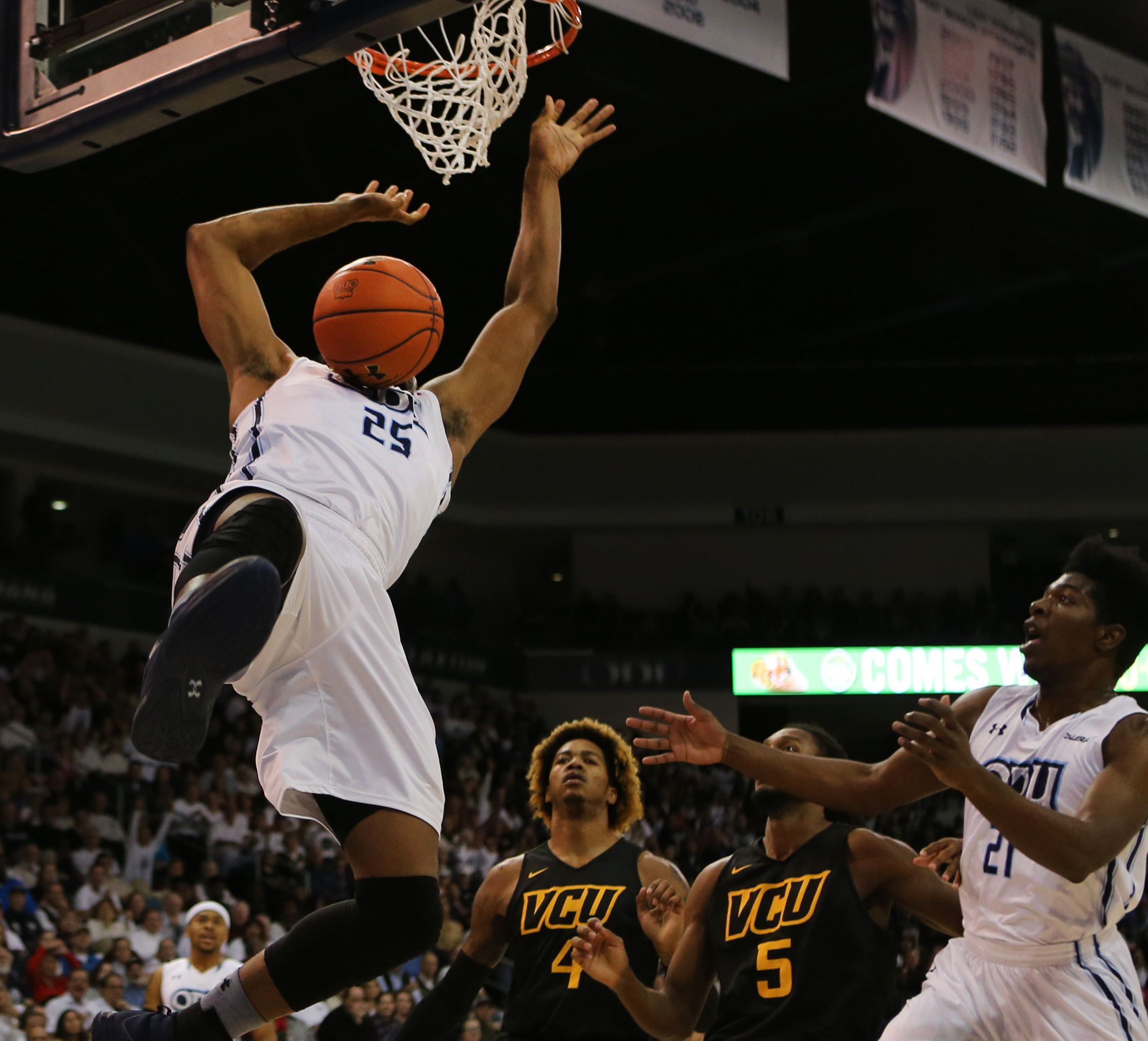 Old Dominion's Brandan Stith dunks in the first half against VCU.