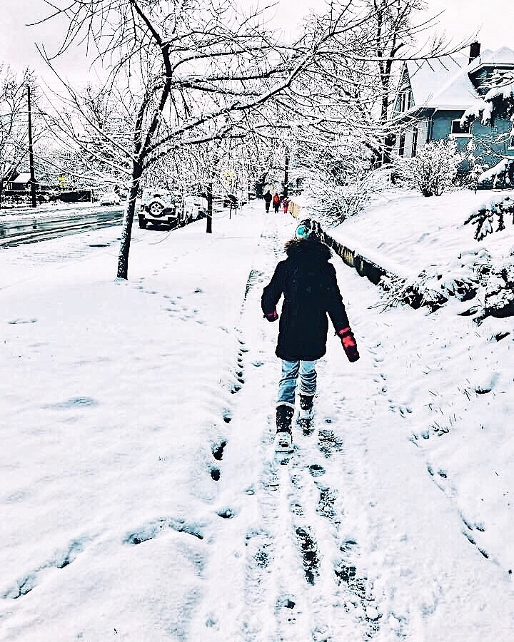 This photo of Adam's little cousin strolling in Boulder, CO, totally makes me miss the snow, even though this Latina is not a fan of the cold!We miss our family there, and would love to maybe even live there someday!