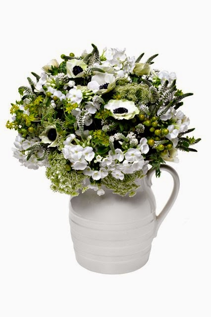 I  love this green and white jug of anenomes (my favourite flower), lilac, dill, ecalyptus, veronica, phlox and alchemilla mollis
