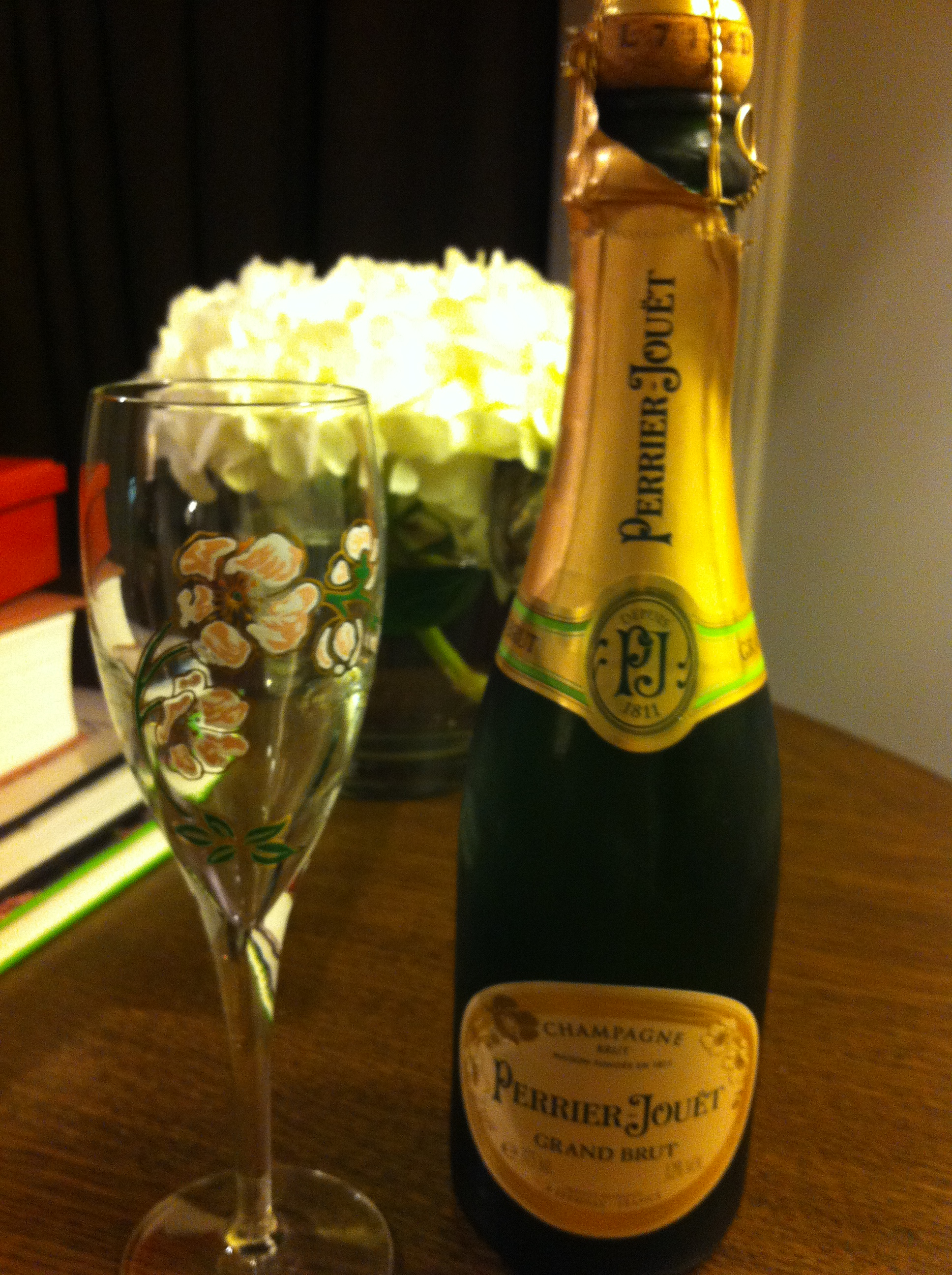After a good workout in the hotel's fitness centre and a shower in the luxury bathroom, into the fluffy bathrobe andopened thePerrier Jouet Grand Brut from the mini bar!!