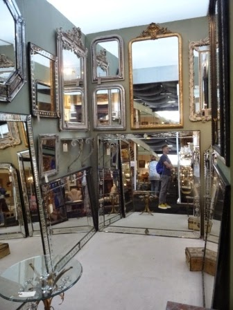 The mirror stand