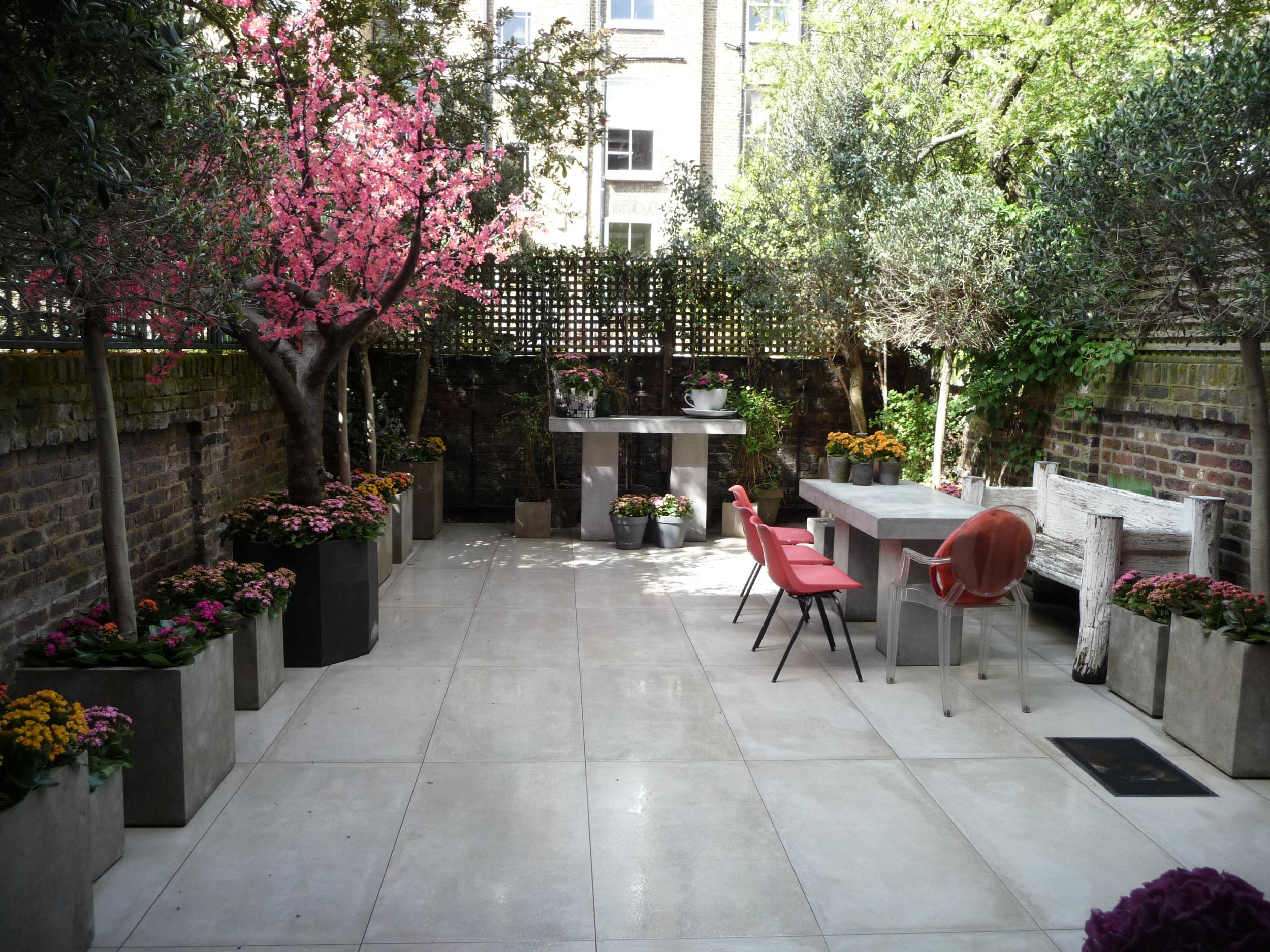 House 2 -  Patio Garden