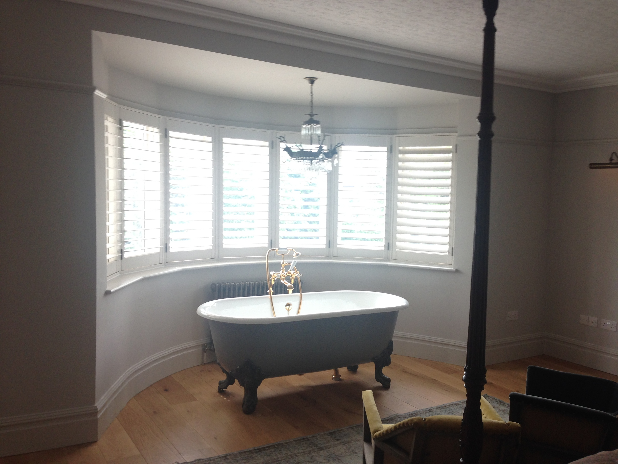 House 5 - Guest bedroom with bath in bay window