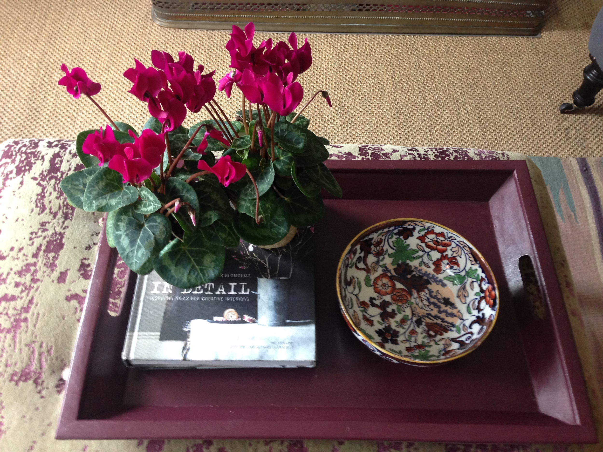 The little vintage bowl I purchased has found its place on a tray I recently painted in Farrow & Ball 'Brinjal'