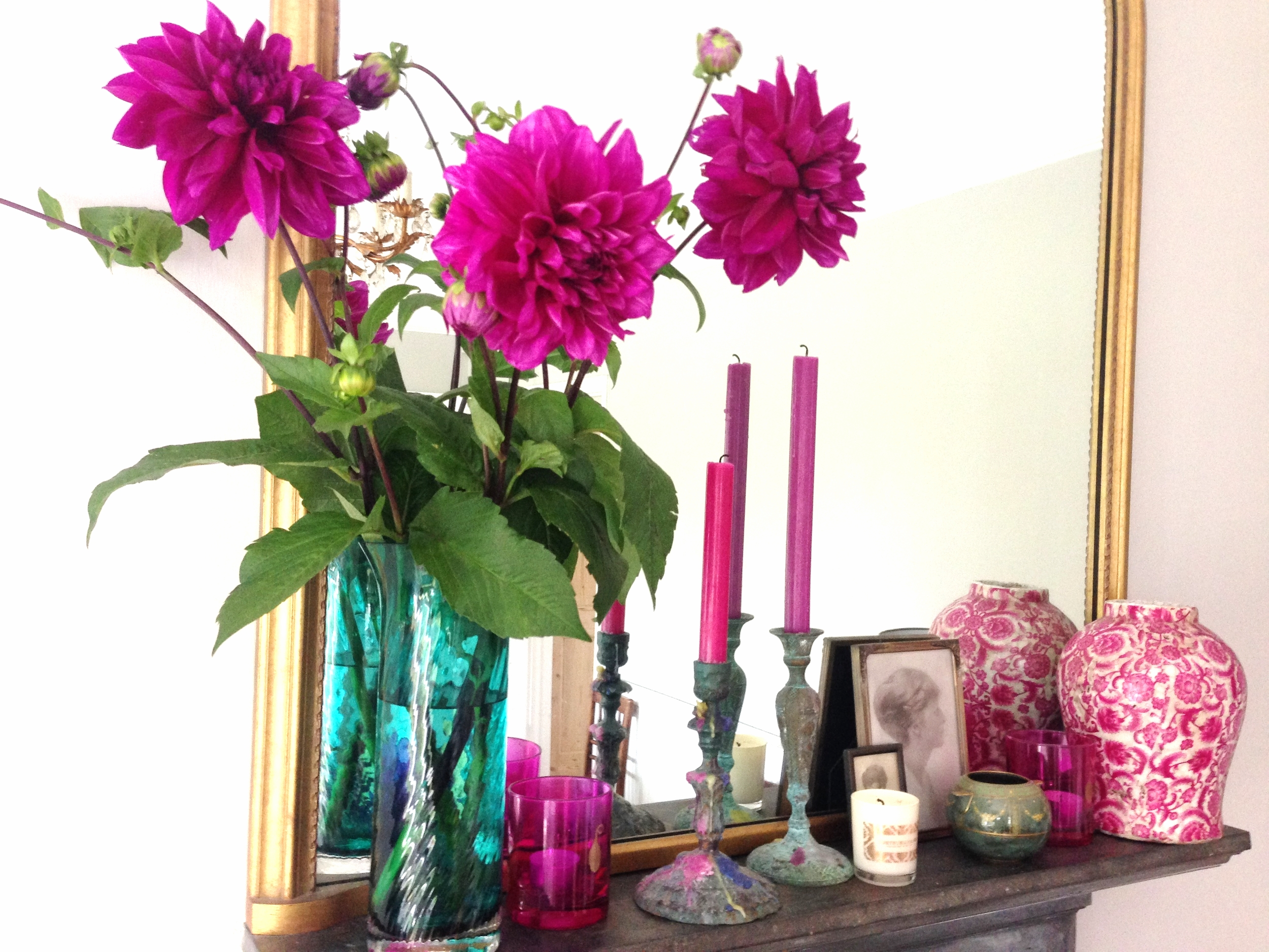 The dahlias in situ on my mantlepiece. Aren't they divine?