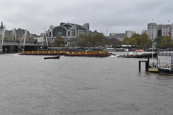 Gloomy day in London and luckily it wasn't too cold to be outside taking photos
