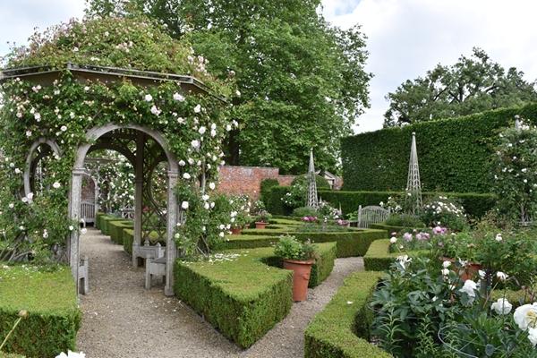 m_Rose Garden (5).jpg