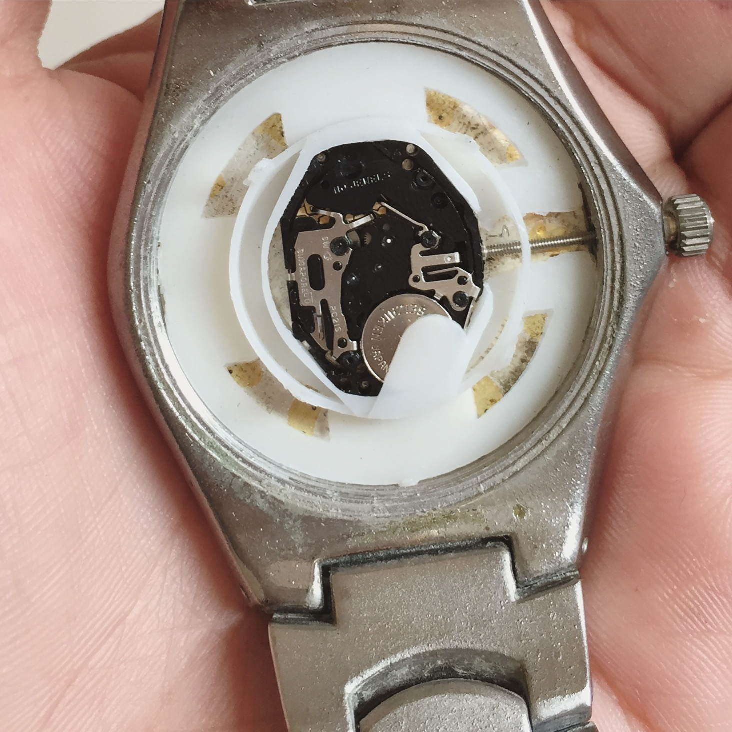 Quartz Watch without the screw back