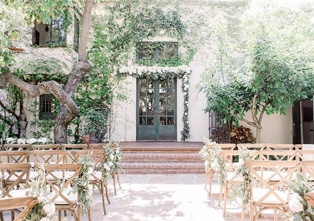 Love everything about this intimate ceremony space with all the vines 🌿 of @thevillasanjuancapistrano  __ Photography @lauramollphoto Venue @thevillasanjuancapistrano Planner @joy_n_company