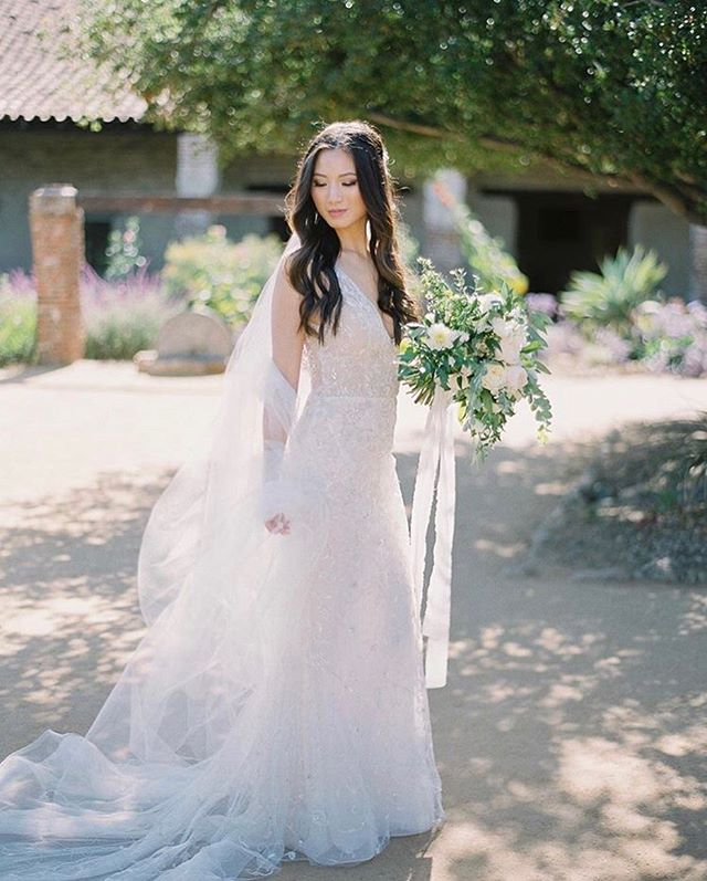 Joyce could you be any more stunning in that dress?!!✨ Photography: @lucymunozphotography Wedding Coordination: @klinkevents  Venue: @franciscangardens Beauty: @sharonypark Dress: @lazarobridal