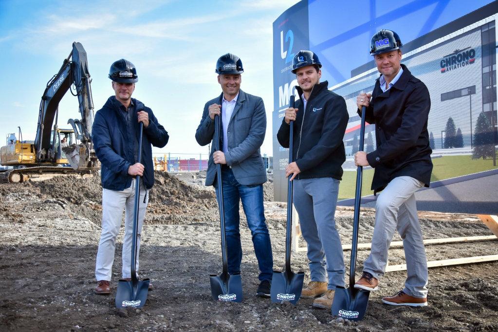 De gauche à droite: Vincent Gagnon, président de Chrono Aviation, Dany Gagnon, vice-président de Chrono Aviation, Mathieu Larochelle, L2 Construction et Frédérick Gauthier, MG Construction.