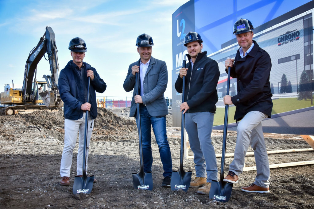 Left to right: Vincent Gagnon, president of Chrono Aviation, Dany Gagnon, vice-president of Chrono Aviation, Mathieu Larochelle, L2 Construction, and Frédérick Gauthier, MG Construction.