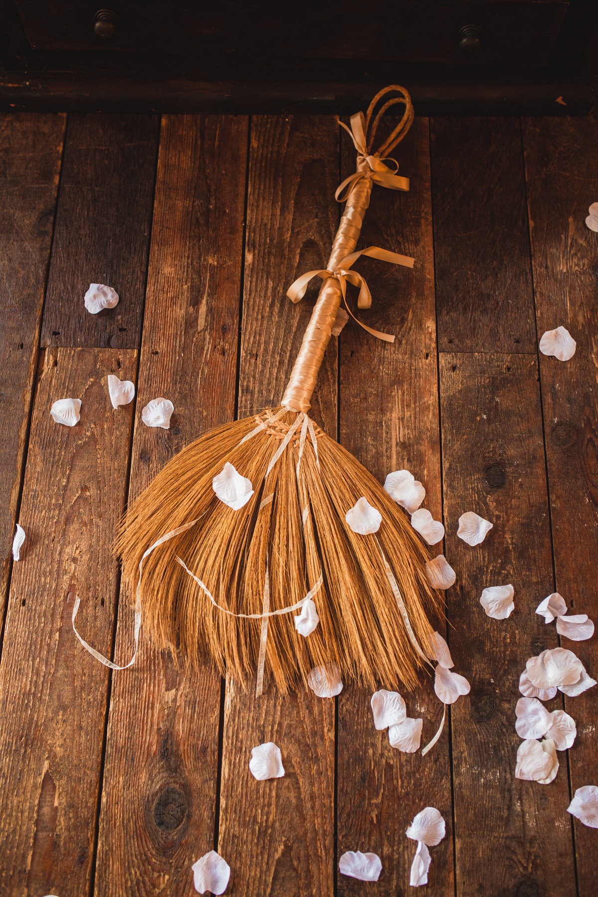 chicago-documentary-wedding-at-a-new-leaf-vintage-inspired-jumping-the-broom-oriana-koren-1094.jpg