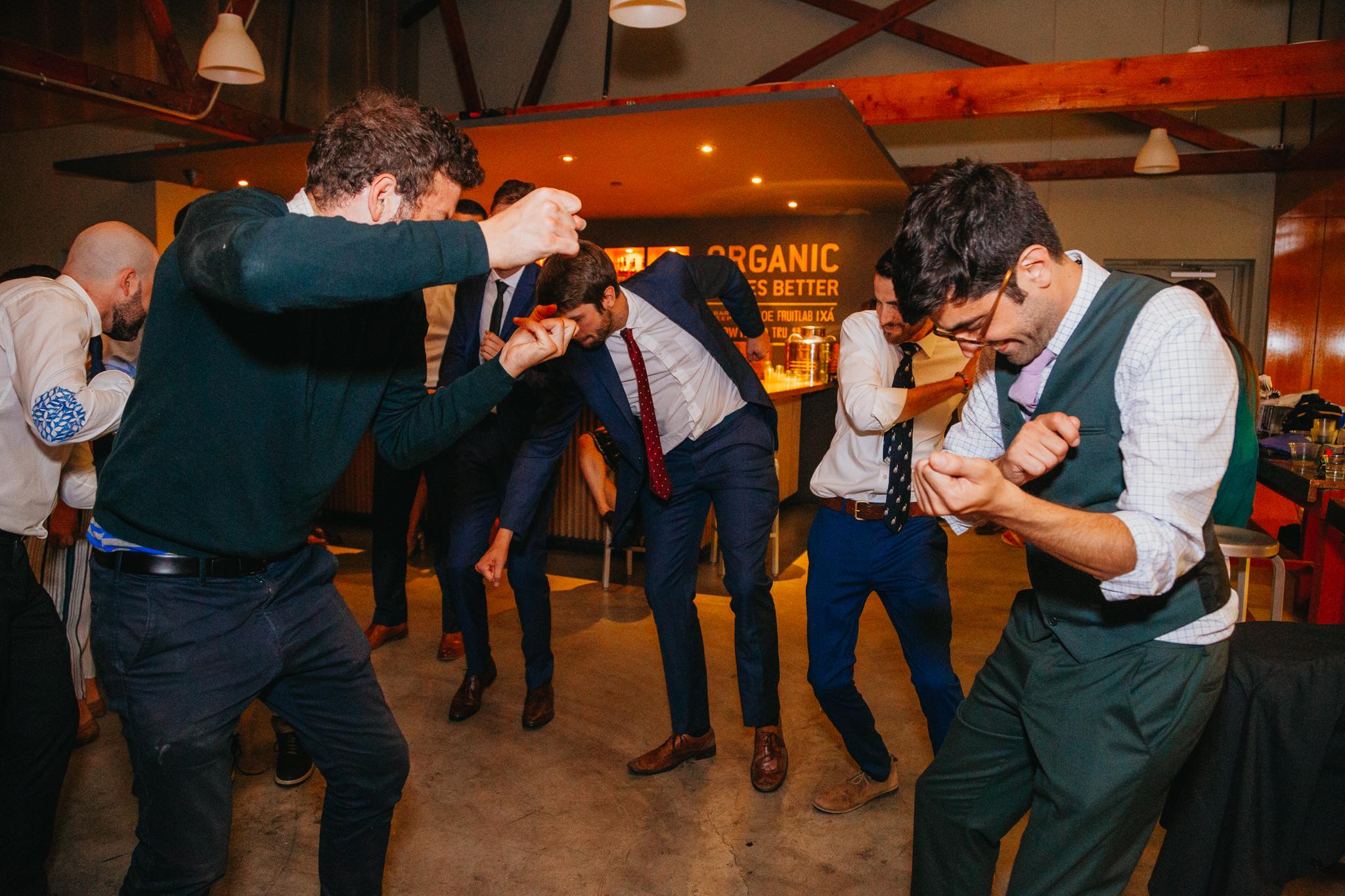 wedding-reception-dance-party-playlist-rebeccaylasotras