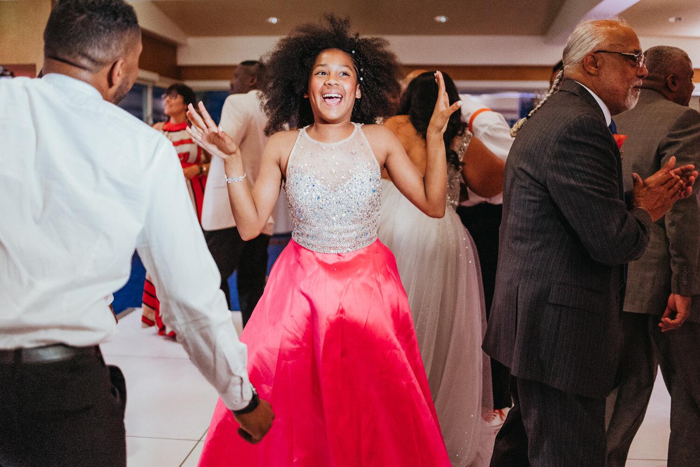 wedding-line-dance-party-rebeccaylasotras-2.jpg
