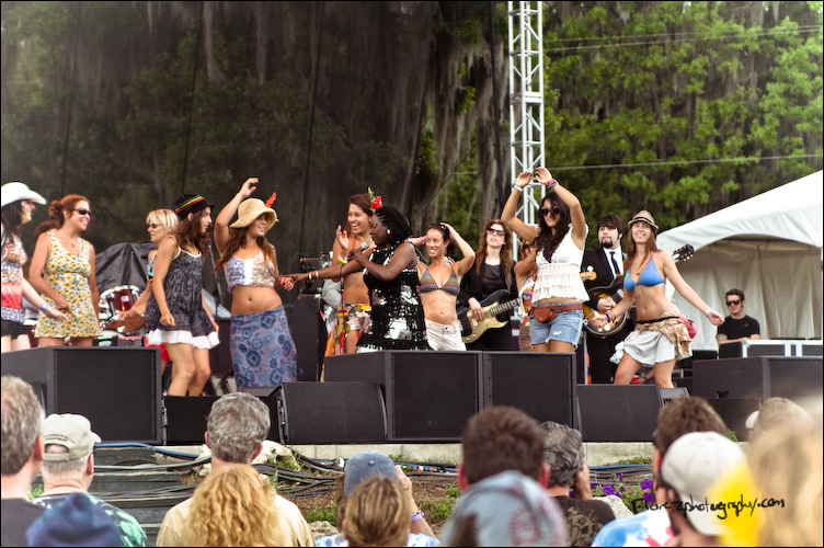 Fans join Sharon Jones and the Dap Kings on the Meadow stage in Live Oak.