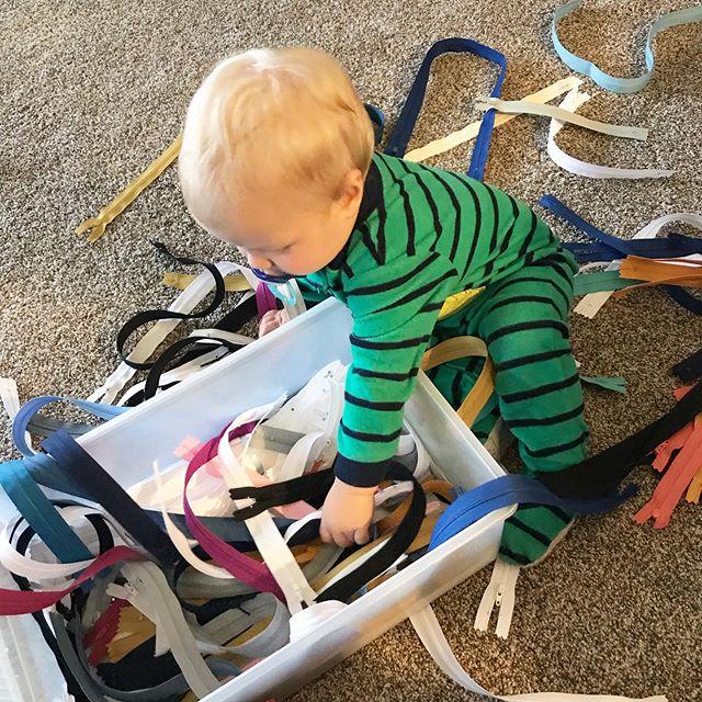 It's a family business around here. Zipper matching on this cool rainy spring day ☔️ . . . . #littlehelpers #shophandmade #create #madeinnorthdakota #sahm #mompreneur #bagmaker #zipitzippers #creative #maker #gift