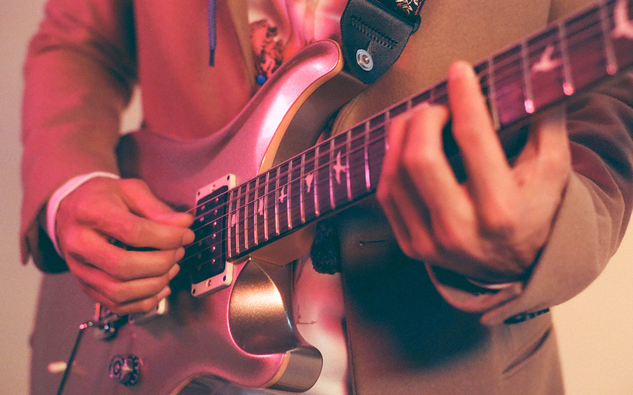 HERNY_Guitar_full.jpg