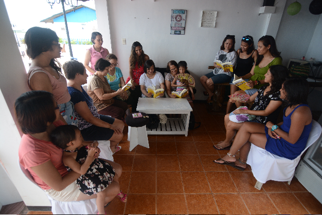 Delia Rodriguez Amaya writes about sharing the book with her family: Then my family (my two daughters who came with me from Brazil, sisters, brother, nieces, nephews, grandnieces, grandnephews) had a reunion at a beach in Pangasinan.