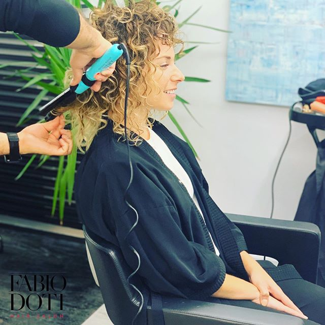 """When you're achieving all your dreams with your hair in lovely curls: """" Who run the world? Curls."""" #fabiodotisalon . . . . . #dotiteam #fidi #financialdistrict #batterypark #wagnerhotel #andazwallstreet #stockmarket #beauty #curlyhair #stylish #hairstyles #hair #style #love #bestteam #downtown #downtownnyc"""