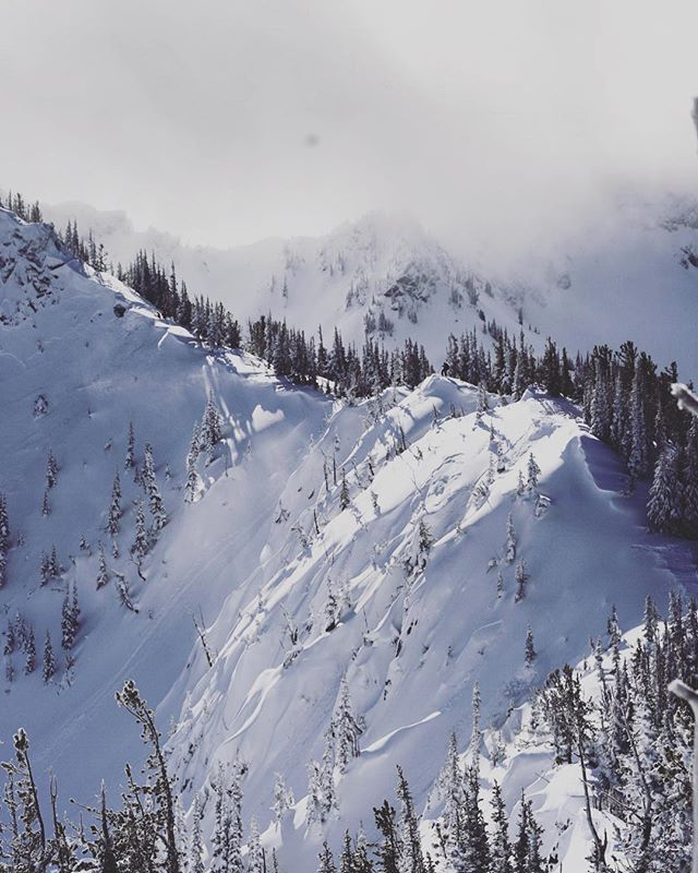 Can you spot the ridge walker?  Looking forward to getting up to @crystalmountain to shoot the free ride competition on Saturday for @crossonski ! // #crystalmountain #mountaintherapy #cascadevolcanoes #tahoma #livemore #loveyerland