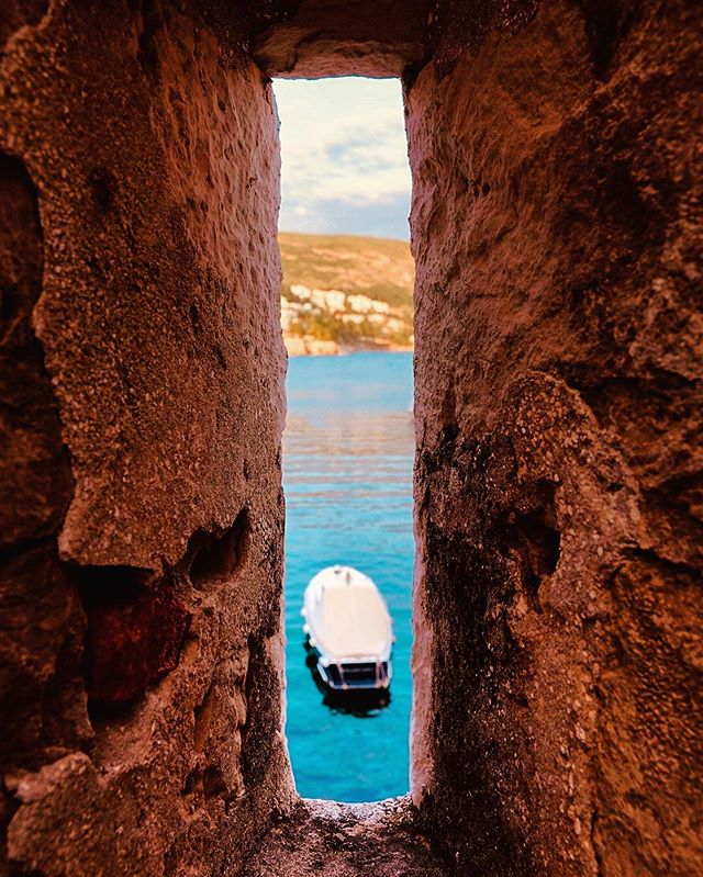 Peeking through a hole that likely has had both arrows and bullets hurled through it over the centuries. Now we just aim lenses through it. Dubrovnik, Croatia. // #dubrovnik #croatia #oldcity #livemore #loveyerland #travelwithrei #mediterranean