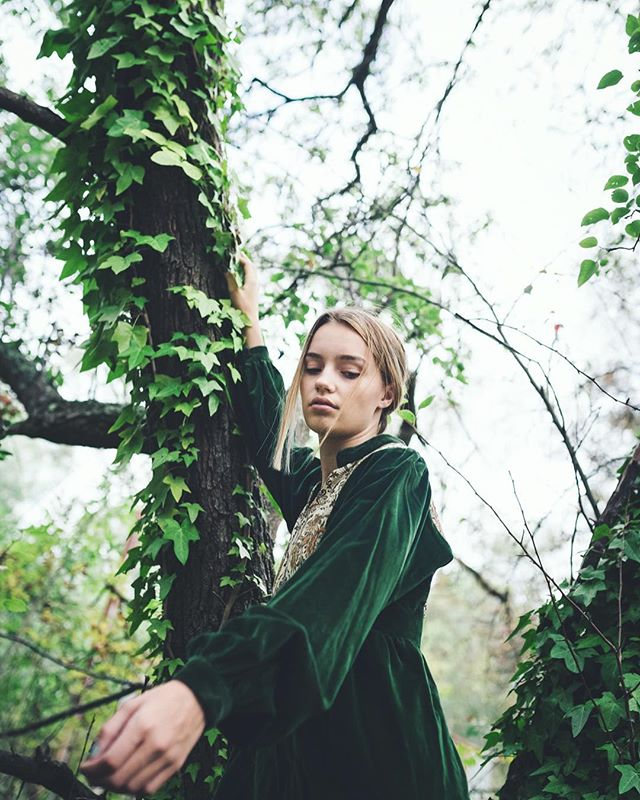 I V Y ~ I found this handmade-embroidered forest green velvet dress in my mums hippy closet so I borrowed... I want to wear it in public but I'd feel like a lost irish robin hood so idk yet~  m: @rebekaormsbyy from @azaleamodels  #featurebyfrauke #featuremeofh #featuremepf #portraitmode #portraits_ig #portraitfeature #portrait #instagood #instabraid #instafaces