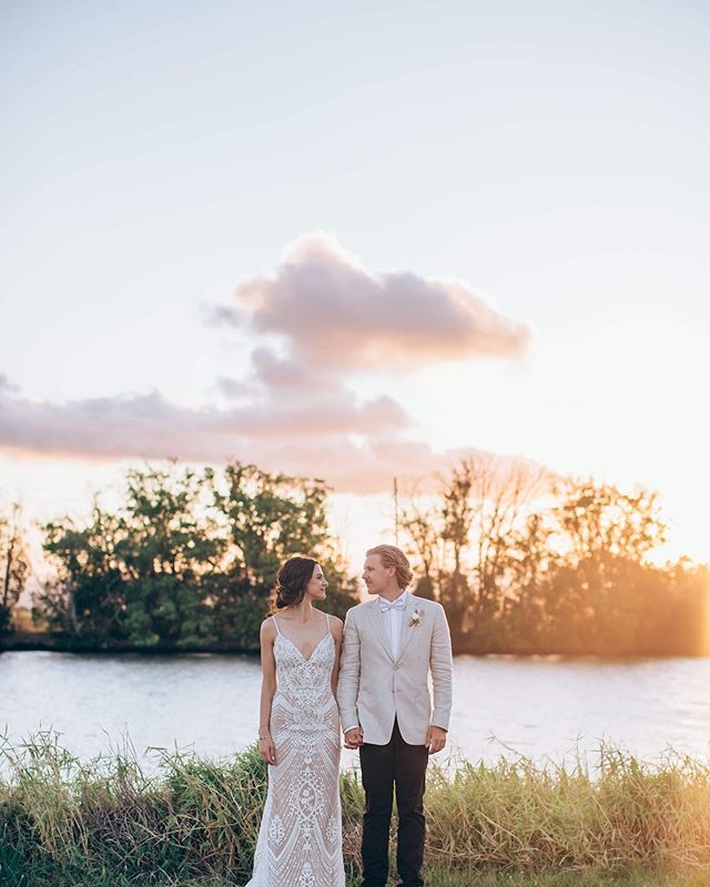 Sunsets are my all time favourite. That golden glow. The pastel changing sky. The mad rush before the sun drops. So good. If you can make it work with your schedule, I always recommend getting some sunset photos in. Even if you have to sneak out of your reception for 10 minutes. It'll be totally worth it I promise ☀️🙌🏼 Claire & Chris showing us all just how good sunset can be ♥️ #tubsgetsrich . . . . . . . #sunsetismyhappyplace #sunsetskies #sunsetportraits  #weddinginspo #weddingphotography #love #couplegoals #realwedding #ido #bridalinspo #bride #groom #instawed #weddingportraits #weddingdress #laceweddingdress #goldenhour #lifestyleweddingphotography #tweedcoastwedding #hinterlandwedding #goldcoastwedding #goldcoastweddingphotographer #byronbaywedding #houseofgabriel