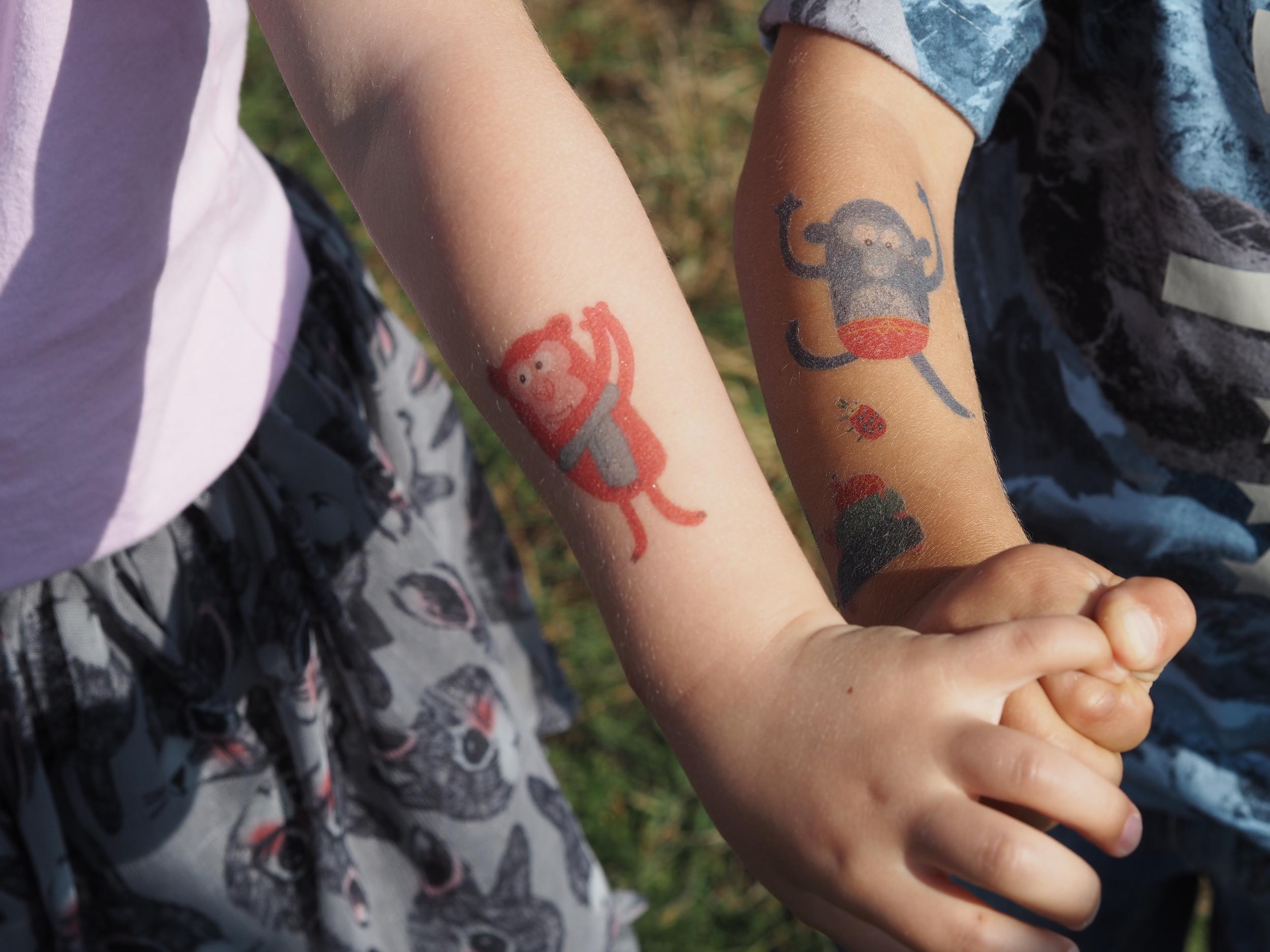 Dokonalé Djeco tetovačky z Jinohrátek, jak jinak :-) pokud se vám líbí, klik   ZDE  .