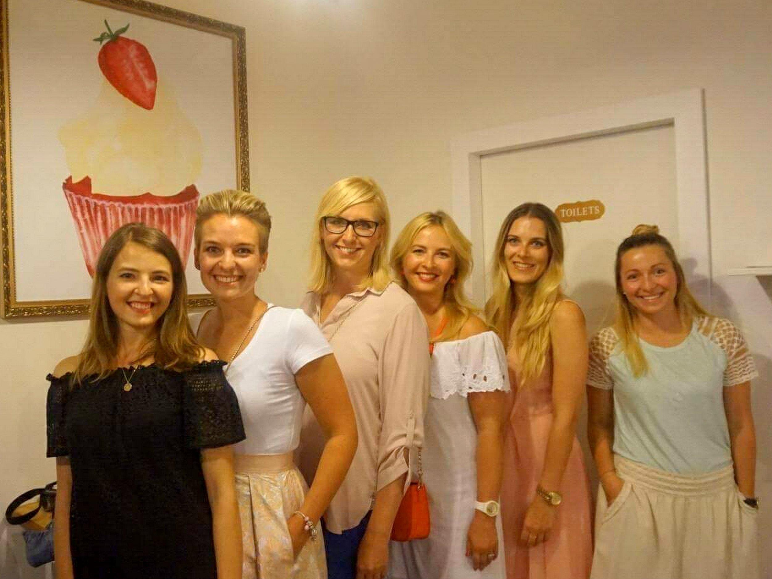 Naše skvělá sestava - Terezka, já, Katy, Dituš, Lucka (The Hubs) a Pája (Betty&Co.) - mé skvělékamarádky/blogerky :-)