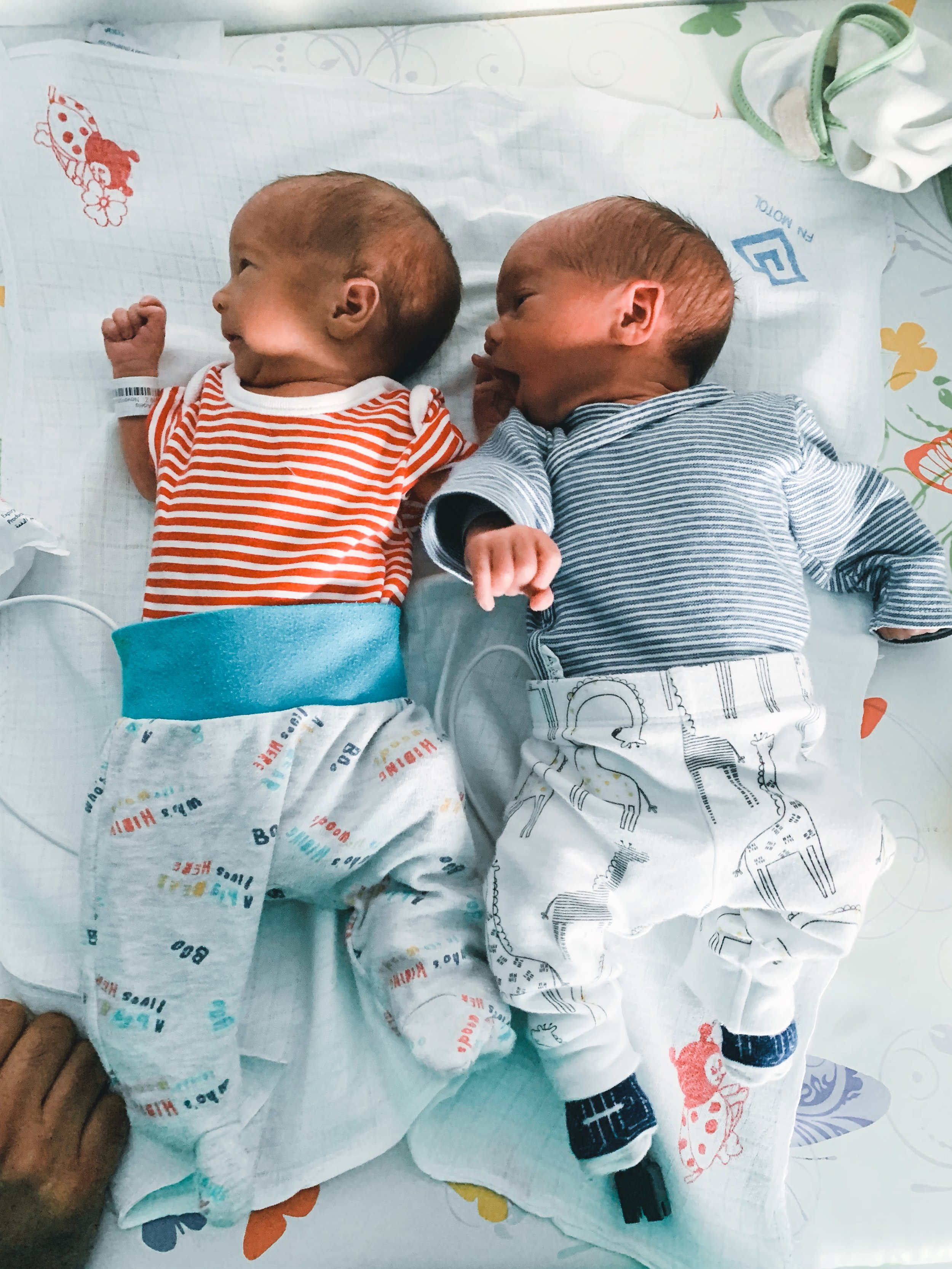 Tady jsme je dali poprvé k sobě :-) První společná fotka dvojčat :-)