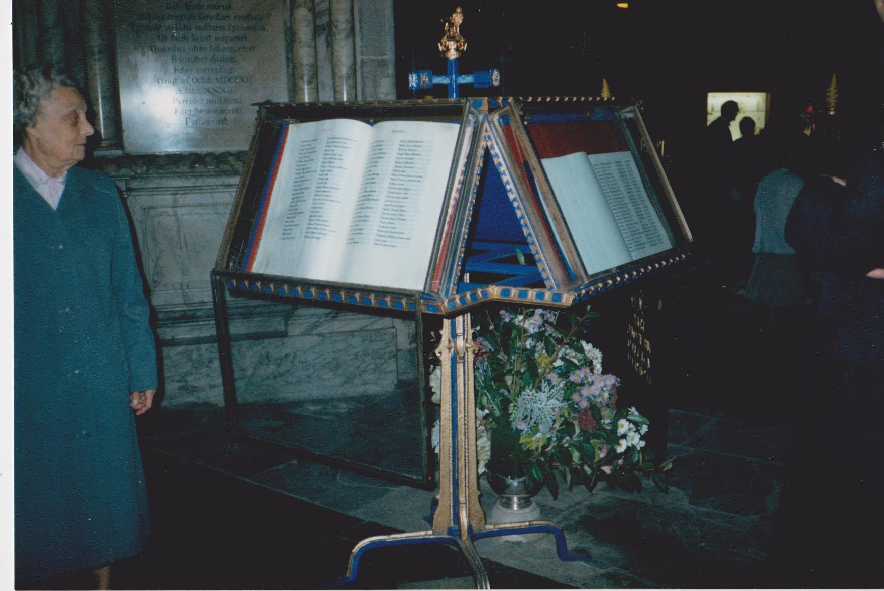 3 The Buffs Chapel Canterbury Cathedral 12 Oct 1991.jpeg