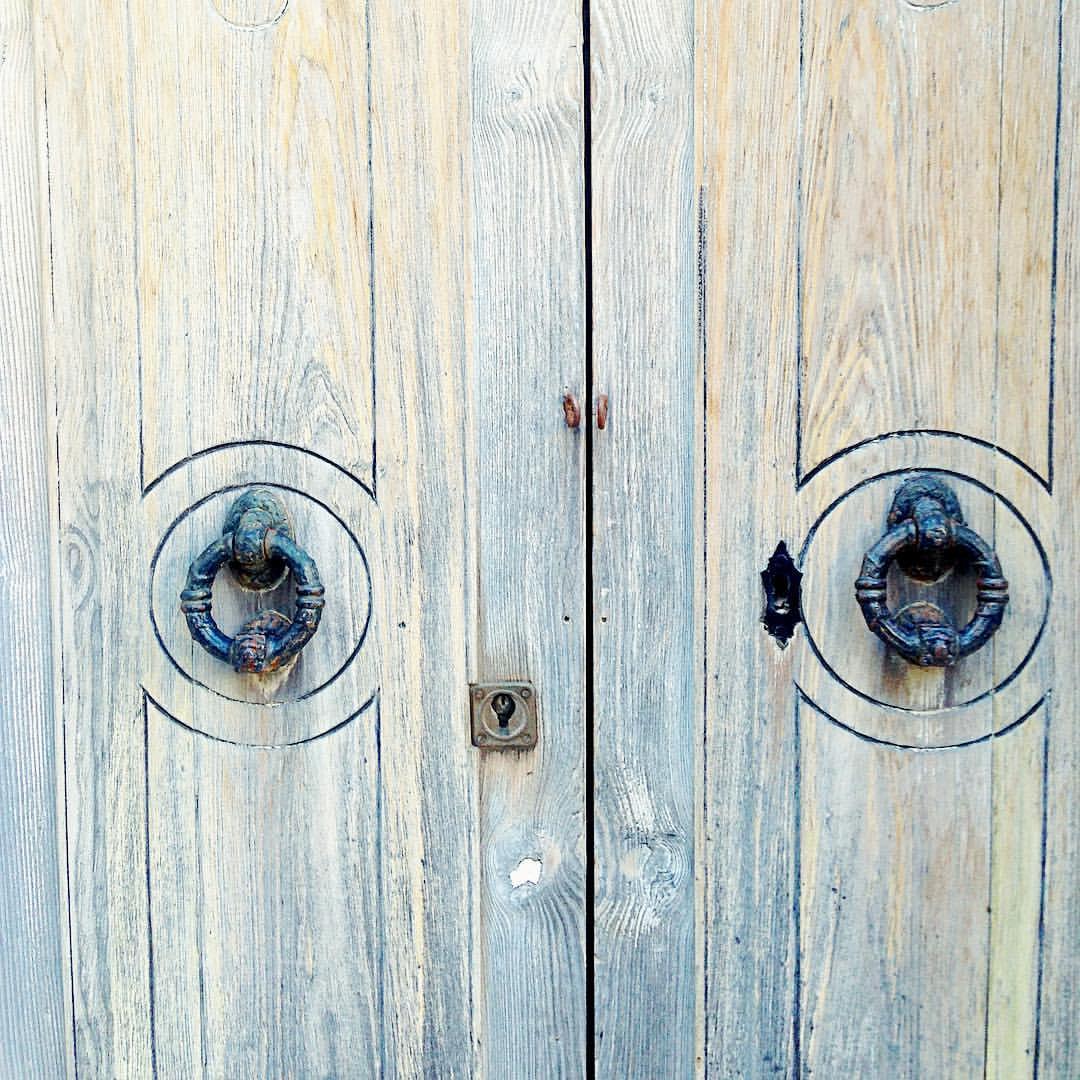 #door #doorsandwindowsoftheworld #urbanarchitecture #puerta #photooftheday #neverstopexploring www.armandorivas.com