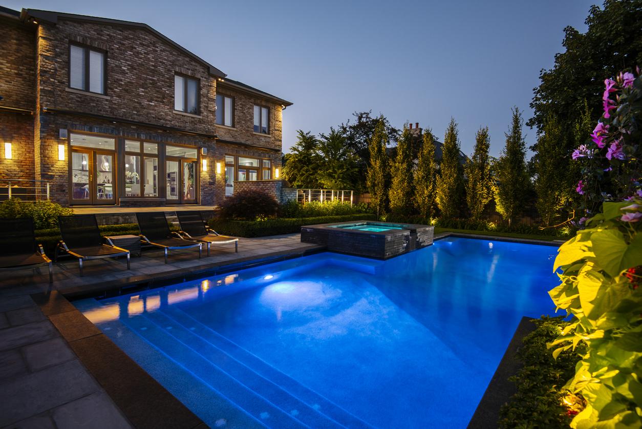 6 Breathtaking Spotlighting Ideas for your Bethel, NY Outdoor Lighting Plan