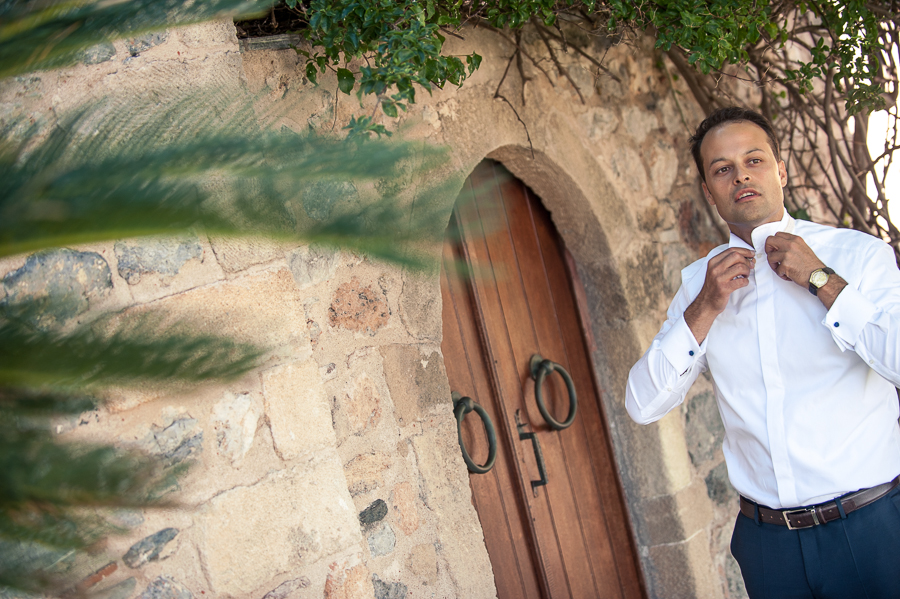 10_Destination_Wedding_in_Monemvasia_groom.jpg