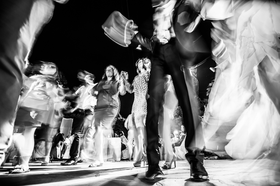 81_Wedding_In_Athens_Koropi_wedding_dance_in_motion.jpg