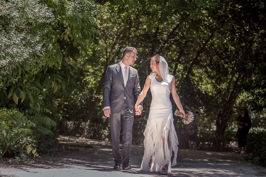 91_After_wedding_in_Athens_Zapeio_groom_n bride_walking_zapeio.jpg