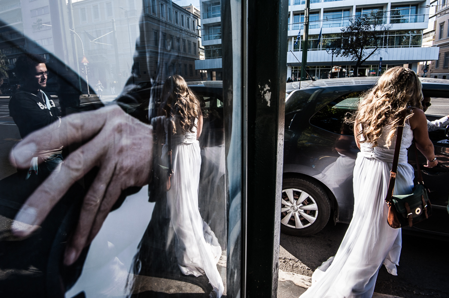 05_After_wedding_reflections_bride_location_athens__hand.jpg