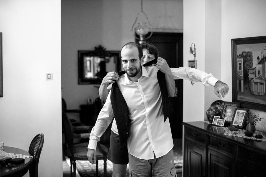 11 Γάμος στη Φιλοθέη προετοιμασία γαμπρού.jpg