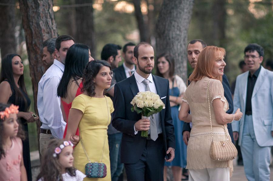 41 γαμπρός περιμένει τη νύφη.jpg