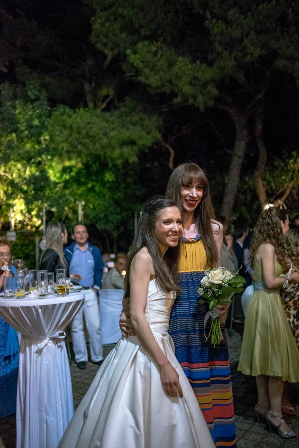 66 η νύφη πετάει την ανθοδέσμη 2.jpg