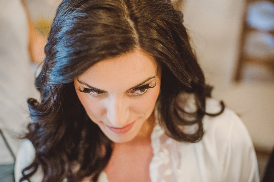 24 γάμος στον Άγιο Νεκτράριο Βούλας προετοιμασία νύφης.jpg