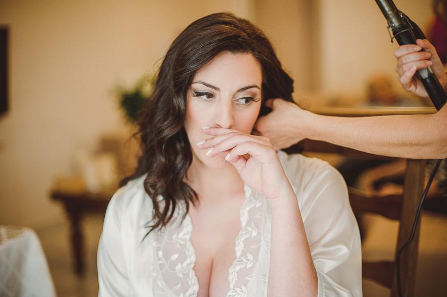 25 γάμος στον Άγιο Νεκτράριο Βούλας προετοιμασία νύφης νυφικό χτένισμα.jpg