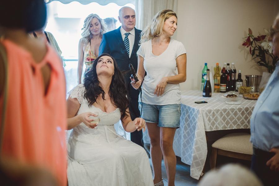 36 γάμος στον Άγιο Νεκτράριο Βούλας προετοιμασία νύφης στο σπίτι.jpg