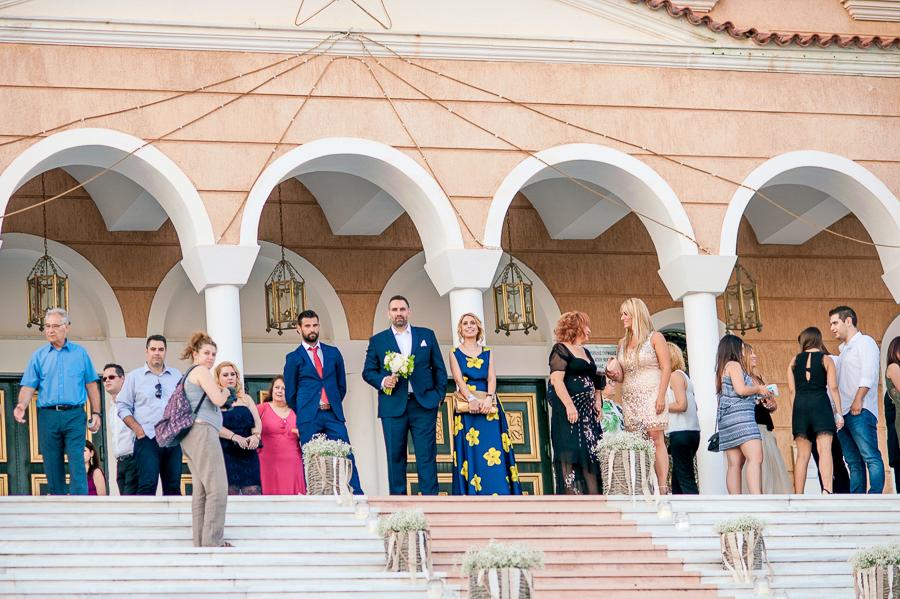47 Γάμος  Άγιος Νεκτάριος Πανόραμα Βούλας γαμπρός περιμένει τη νύφη.jpg