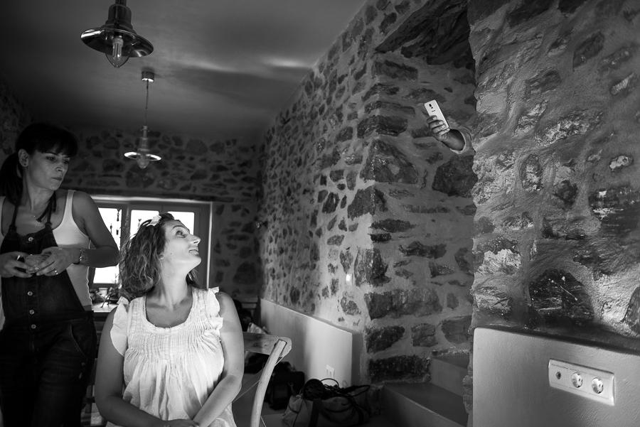 25_Wedding in Folegandros cell phone.jpg