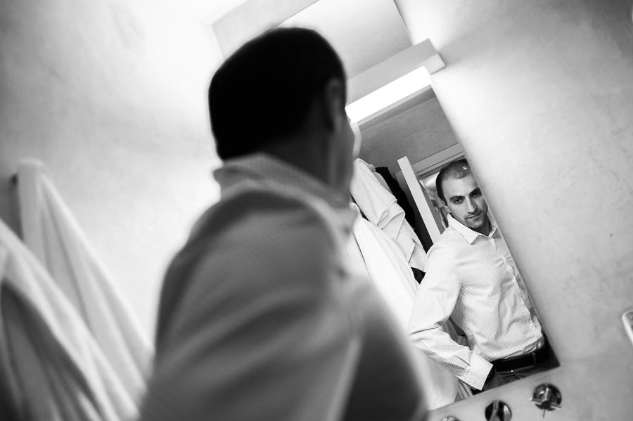 39_Wedding in Folegandros groom mirror.jpg
