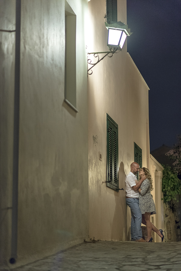 16_ pre wedding in athens in plaka.jpg