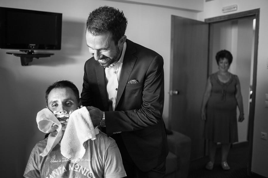 11 γάμος στο αγρίνιο ξύρισμα.jpg